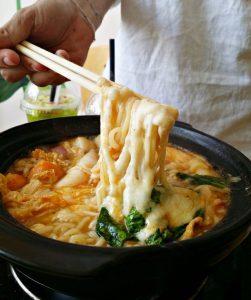 Món mì cay phô mai đúng chuẩn Hàn Quốc