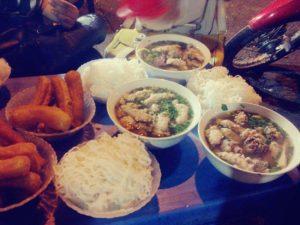 Bún mọc tiết chợ Đồng Xuân
