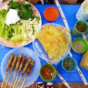 Anh Béo là quán bánh xèo mang đậm nét văn hóa người miền Trung nhưng giá lại khá đắt.