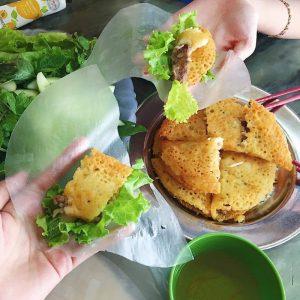 Bánh xèo Đại Cồ Việt là địa chỉ được hầu hết các bạn sinh viên lui tới mỗi khi muốn thưởng thức bánh xèo.