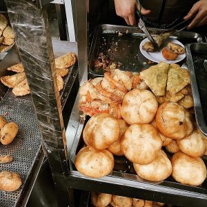 Bánh rán mặn tại Quán Gốc Đa