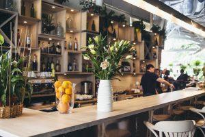 Quán cafe kết hợp với siêu thị tiện lợi mở cửa 24/24 sẵn sàng phục vụ mọi khách hàng ghé thăm.