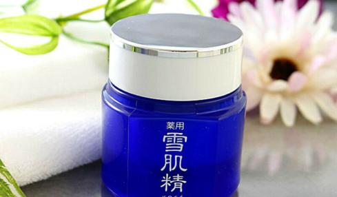 Kose Medicated Sekkisei Cream lọt top 10 kem dưỡng trắng da tốt nhất hiện nay.