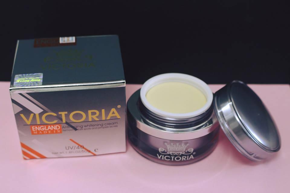 Kem dưỡng trắng da cao cấp dành cho nam giới của hãng Victoria giúp da bóng khỏe và tươi sáng hơn.
