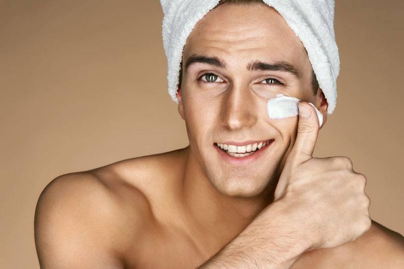 Nam giới chăm sóc da mặt có thể làm giảm nguy cơ mắc bệnh da liễu.
