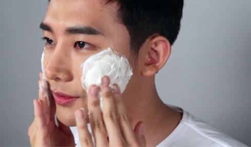 Sữa rửa mặt loại bỏ bụi bẩn làm sạch da và giúp ngăn ngừa mụn