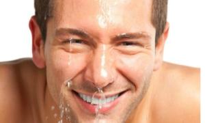 Rửa mặt sạch sẽ hai lần một ngày để da được sạch, thông thoáng giảm nguy cơ gây mụn.