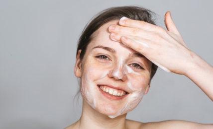 sữa rửa mặt cho da dầu mụn