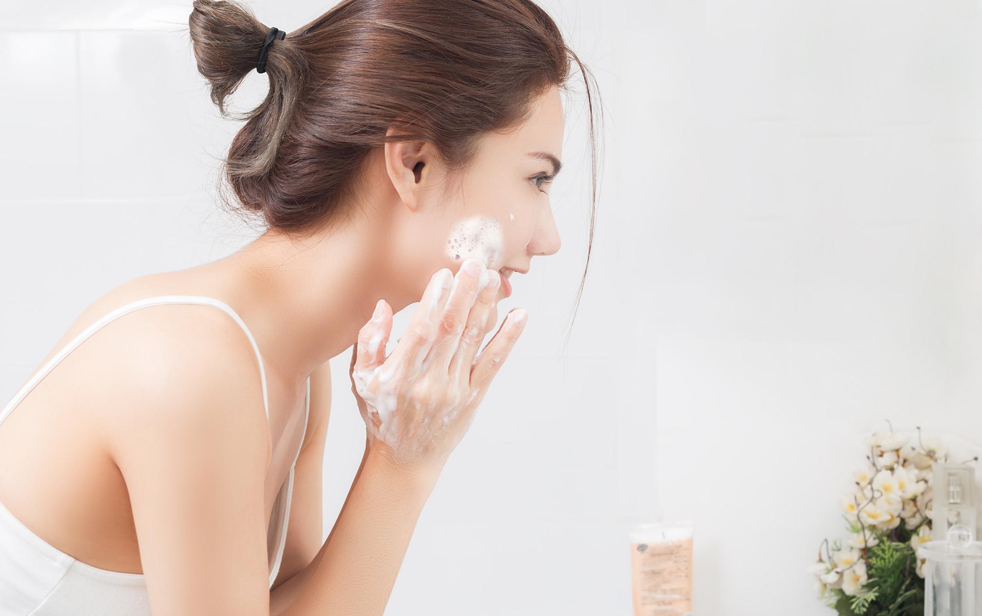sữa rửa mặt cho da khô 1