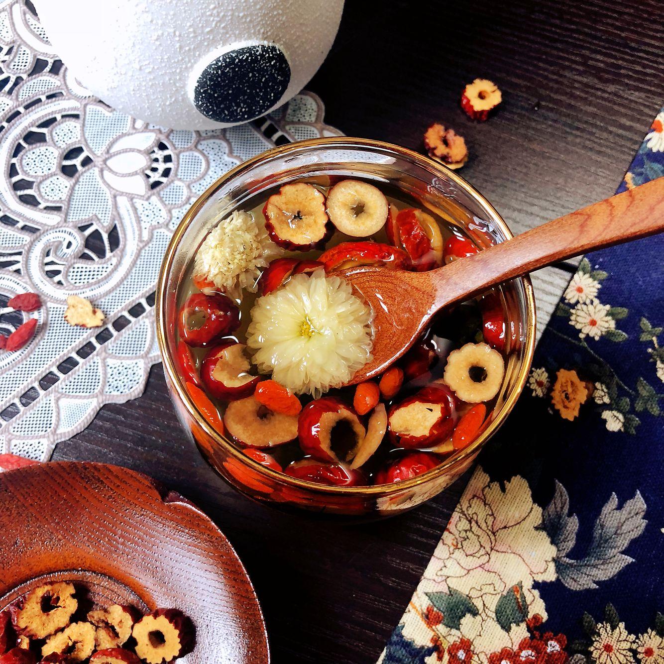 trà hoa cúc, kỷ tử, táo đỏ, trà thanh lọc cơ thể