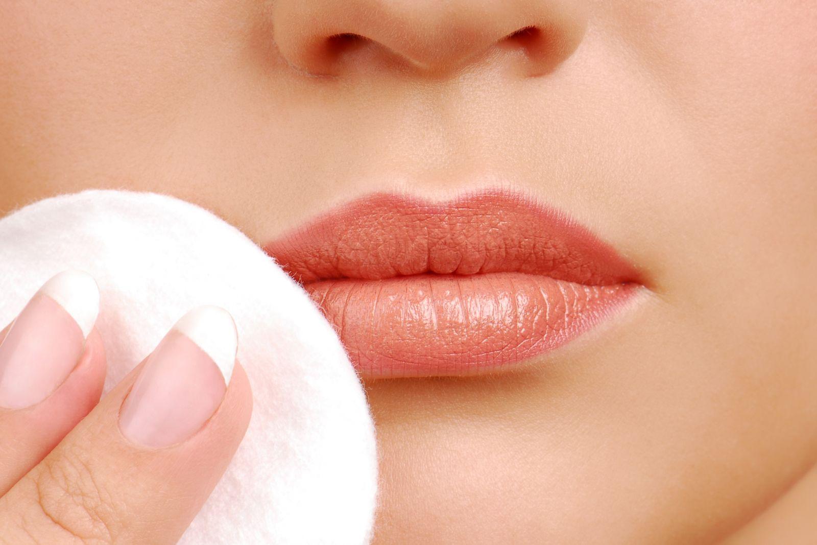 chăm sóc môi sau phun xăm 1