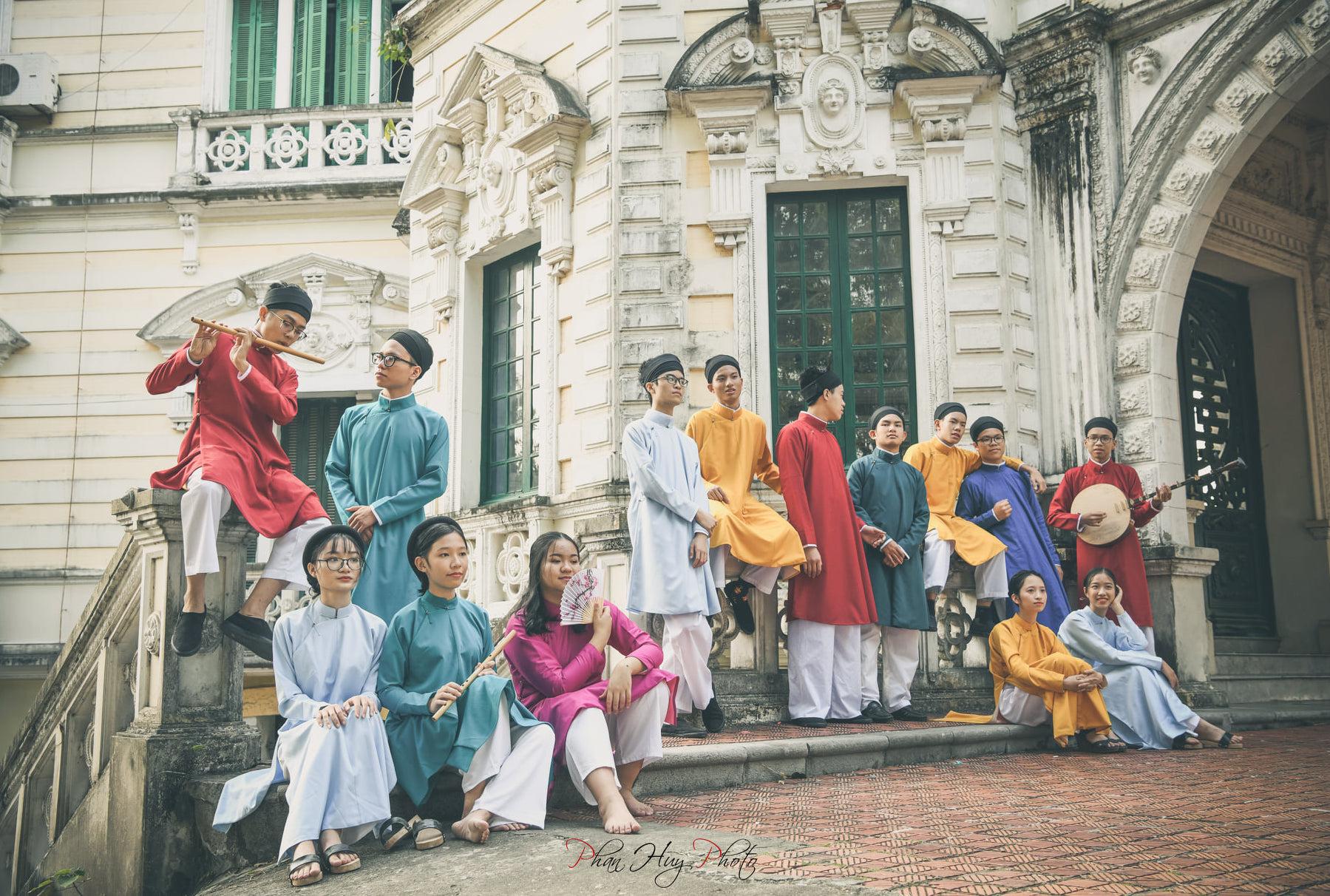 học sinh mặc cổ phục