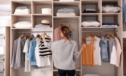 sắp xếp tủ quần áo không có gì để mặc